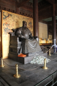 Changling statue in one of the tomb buildings