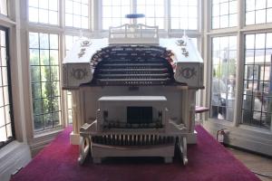 Console of the Wurlitzer Organ