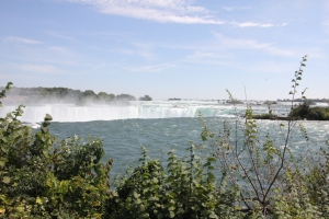 Daytime view of the Horseshoe Falls from Table Rock