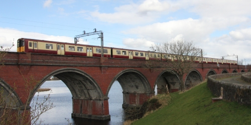 15:35 Glasgow Central to Neilston crossing Waukglen Viaduct