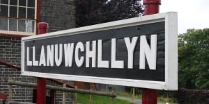 Llanuwchllyn station sign