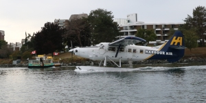 Harbour Air DHC-3 Otter C-FIUZ (306) and Water Taxis