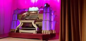 Console of the Cinema Organ at Pollokshaws Burgh Hall